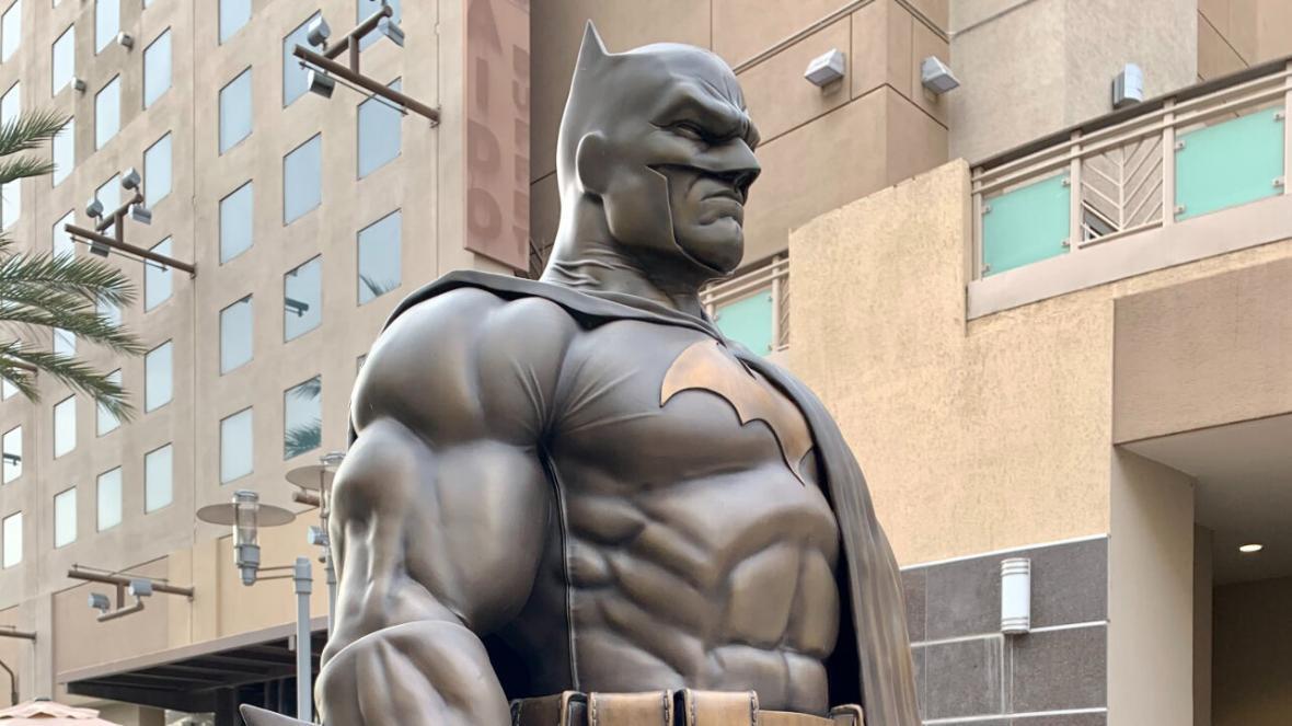 نصب مجسمه بتمن در لس آنجلس