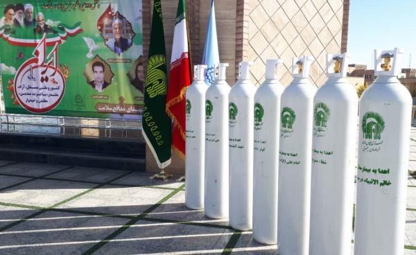 خبرنگاران بنیاد کرامت رضوی کپسول اکسیژن به خراسان جنوبی اهدا کرد
