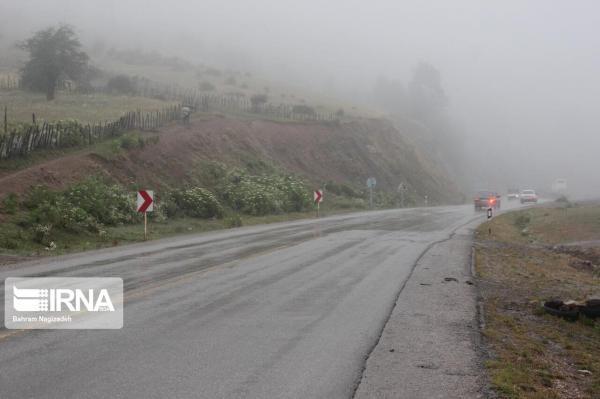 خبرنگاران جاده های خراسان رضوی لغزنده و بارانی است
