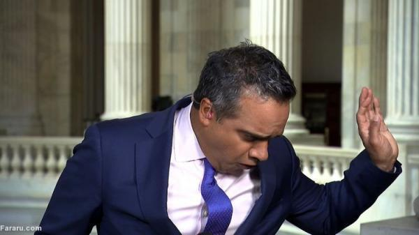 (ویدئو) وحشت خبرنگار از رژه جیرجیرک روی گردنش!
