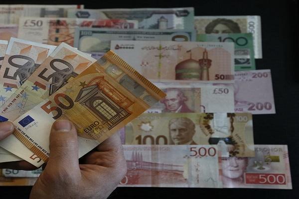 نرخ رسمی یورو و 23 ارز کاهش یافت